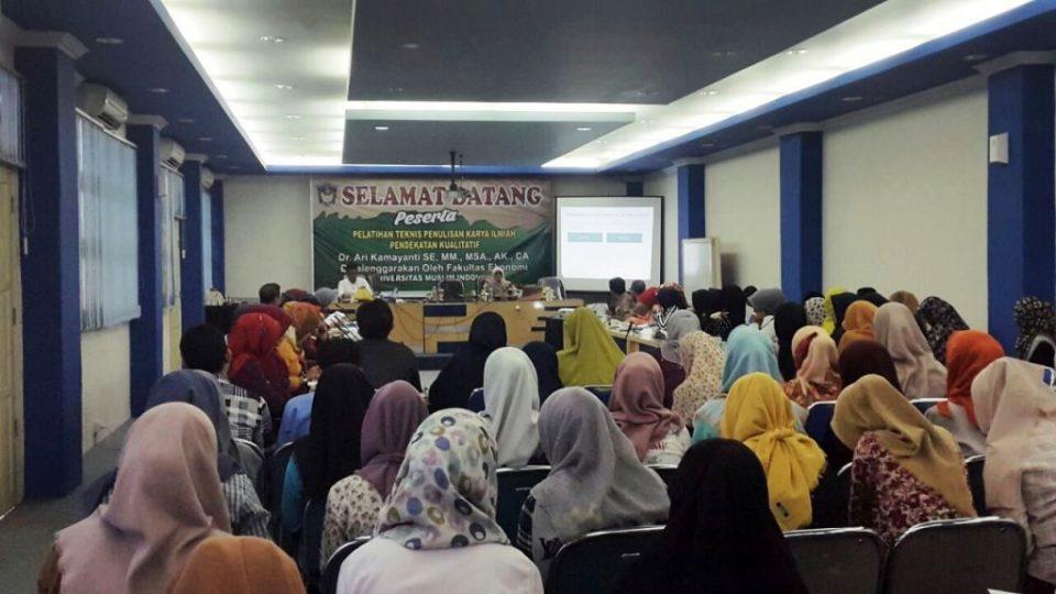 pelatihan-penulisan-karya-ilmiah-universitas-muslim-indonesia-ari-kamayanti-makassar-bergerak (4)